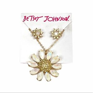 Betsey Johnson Daisy's Necklace and Earrings Set